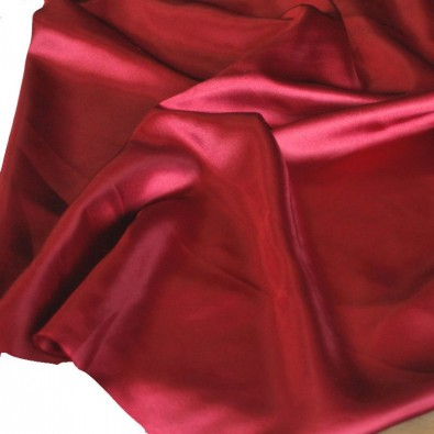 Glanz Satin in Bordeaux
